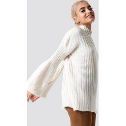 Trendyol Sweter z bufiastym rękawem - Offwhite. Szare swetry klasyczne damskie marki Vila, l, z bawełny, z okrągłym kołnierzem. Za 100,95 zł.