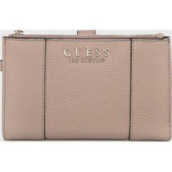 Guess Jeans - Portfel. Różowe portfele damskie Guess Jeans, z aplikacjami, z jeansu. Za 279,90 zł.