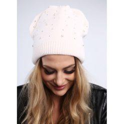 Jasnoróżowa czapka z koralikami damska zimowa C17. Szare czapki zimowe damskie Fasardi. Za 39,00 zł.