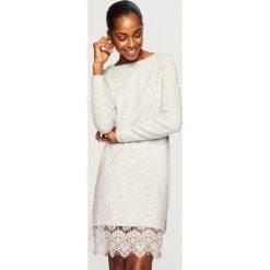 Sweter z koronkowym dołem - Jasny szar. Białe swetry klasyczne damskie marki Reserved, l, z dzianiny. Za 119,99 zł.