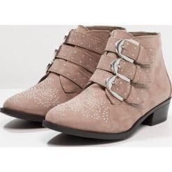 New Look 915 Generation DUSTY Botki light brown. Brązowe buty zimowe damskie New Look 915 Generation, z materiału. Za 149,00 zł.