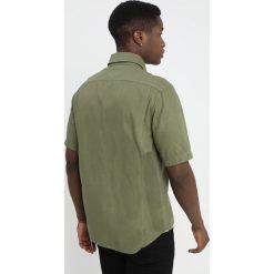 GStar HA UTILITY STRAIGHT SHIRT S/S Koszula sage. Szare koszule męskie marki G-Star, m, z bawełny. Za 469,00 zł.