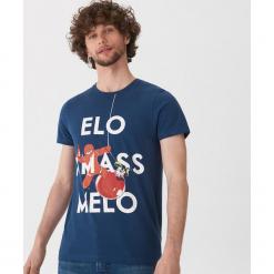 T-shirt ze świątecznym motywem - Niebieski. Niebieskie t-shirty męskie House, l. Za 39,99 zł.