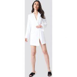 Marynarki i żakiety damskie: NA-KD Classic Asymetryczna sukienka o kroju marynarki – White