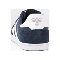 Hummel SLIMMER STADIL Tenisówki i Trampki dress blue/white. Niebieskie tenisówki damskie marki Hummel, z materiału. Za 249,00 zł.
