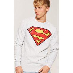 Bluza z nadrukiem Superman - Jasny szar. Czerwone bluzy męskie rozpinane marki KALENJI, m, z elastanu, z długim rękawem, długie. Za 99,99 zł.