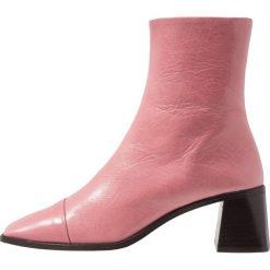 Topshop MURIEL Botki pink. Czerwone botki damskie skórzane marki Topshop, klasyczne. Za 459,00 zł.