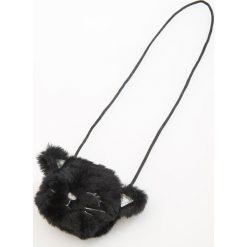 Torebki klasyczne damskie: Futrzasta torebka na sznurku – Czarny