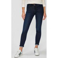 Lee - Jeansy Scarlett. Niebieskie jeansy damskie rurki marki Lee, z bawełny. Za 319,90 zł.