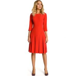 Czerwona Sukienka z Obniżonym Stanem. Czerwone sukienki balowe marki Molly.pl, do pracy, l, z okrągłym kołnierzem, midi, dopasowane. Za 132,90 zł.
