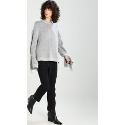 Swetry klasyczne damskie: Native Youth LUNA Sweter grey