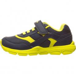 Sneakersy w kolorze granatowo-żółtym. Niebieskie trampki chłopięce marki geox kids, z gumy. W wyprzedaży za 117,95 zł.