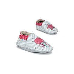 Kapcie niemowlęce Dziecko  Robeez  AQUA PARTY. Białe kapcie dziewczęce marki Born2be, z materiału, na sznurówki. Za 111,80 zł.