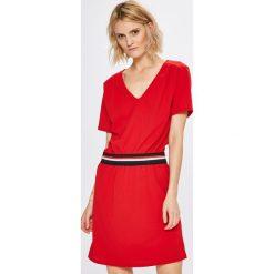 Haily's - Sukienka Tory. Czerwone sukienki mini Haily's, na co dzień, l, z elastanu, casualowe, z okrągłym kołnierzem, z krótkim rękawem, oversize. Za 89,90 zł.