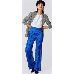 NA-KD Spodnie dzwony w paski z wysokim stanem - Blue. Szare paski damskie marki NA-KD, z bawełny, z podwyższonym stanem. Za 80,95 zł.