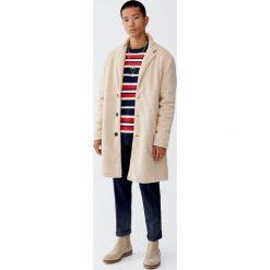 Sweter w kolorowe paski. Czerwone swetry klasyczne męskie Pull&Bear, m, w kolorowe wzory. Za 109,00 zł.