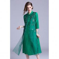 Sukienka w kolorze zielonym. Zielone sukienki marki Zeraco, ze stójką, midi. W wyprzedaży za 349,95 zł.