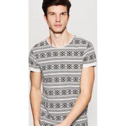 Wzorzysty t-shirt - Wielobarwn. Szare t-shirty męskie House, l. Za 49,99 zł.