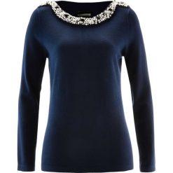 Sweter z aplikacją z perełek bonprix ciemnoniebieski. Niebieskie swetry klasyczne damskie marki bonprix. Za 129,99 zł.