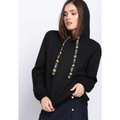 Czarna Bluza Behind Me. Czarne bluzy z kapturem damskie Born2be, l, z dresówki. Za 39,99 zł.