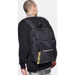 Plecaki męskie: Plecak z ozdobną taśmą – Czarny