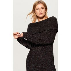 Sweter z prostym dekoltem - Czarny. Czarne swetry klasyczne damskie Mohito, l. Za 139,99 zł.