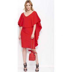 Czerwona Sukienka Midi z Peleryną. Czerwone sukienki balowe Molly.pl, na imprezę, s, w jednolite wzory, z dekoltem w serek, midi. Za 144,90 zł.