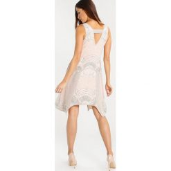 Frock and Frill AYANA  Sukienka koktajlowa nude. Brązowe sukienki koktajlowe marki Frock and Frill, z materiału. W wyprzedaży za 510,30 zł.