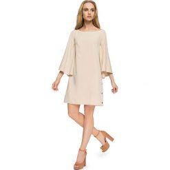 Beżowa Wizytowa Sukienka z Kimonowym Długim Rękawem. Czerwone sukienki balowe marki Molly.pl, l, z jeansu, z dekoltem na plecach, z długim rękawem. Za 124,90 zł.