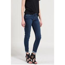 Pepe Jeans - Jeansy. Niebieskie jeansy damskie rurki marki Pepe Jeans, z obniżonym stanem. W wyprzedaży za 229,90 zł.