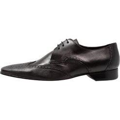 Jeffery West ESCOBAR 3 EYE WINGCAP DERBY Eleganckie buty black. Czarne buty wizytowe męskie Jeffery West, z materiału, na sznurówki. Za 719,00 zł.