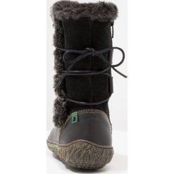 El Naturalista LUX SOFT Kozaki black/nido. Brązowe buty zimowe damskie marki El Naturalista. W wyprzedaży za 349,30 zł.