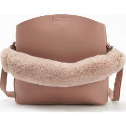 Torebka z pluszowym uchwytem - Fioletowy. Fioletowe torebki klasyczne damskie Reserved. Za 119,99 zł.