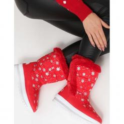 Czerwone Śniegowce Twin. Czerwone buty zimowe damskie vices, z okrągłym noskiem, na płaskiej podeszwie. Za 99,99 zł.