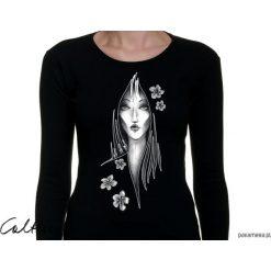 Kwiaty - damska koszulka z długim rękawem. Czarne bluzki asymetryczne Pakamera, w kwiaty, z długim rękawem. Za 79,00 zł.