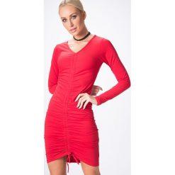Sukienka z marszczeniem na środku czerwona 3703. Czerwone sukienki Fasardi, l. Za 44,00 zł.