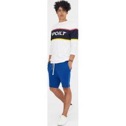 Kolorowe bermudy jogging basic. Niebieskie bermudy męskie Pull&Bear, w kolorowe wzory. Za 49,90 zł.