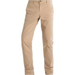 Chinosy męskie: Cortefiel Spodnie materiałowe beige/camel
