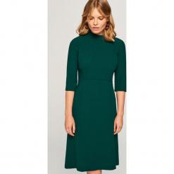 Gładka sukienka - Zielony. Zielone sukienki marki Reserved. Za 139,99 zł.