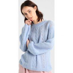 Second Female MONA KNIT Sweter ballon blue. Niebieskie swetry klasyczne damskie Second Female, l, z materiału. W wyprzedaży za 398,30 zł.