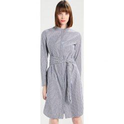 Sukienki hiszpanki: JUST FEMALE ALVIDA DRESS Sukienka koszulowa blue