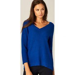 Swetry klasyczne damskie: Sweter z dekoltem w szpic – Niebieski