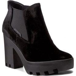 Botki CALVIN KLEIN JEANS - Sandy Velvet R0590 Black. Czarne botki damskie na obcasie marki Calvin Klein Jeans, z jeansu. W wyprzedaży za 289,00 zł.