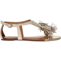 Sandały. Brązowe sandały damskie z frędzlami marki Gino Rossi, w paski, ze skóry, na płaskiej podeszwie. Za 179,90 zł.
