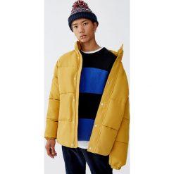 Sweter w szerokie paski. Czarne swetry klasyczne męskie marki Pull&Bear, m. Za 99,90 zł.