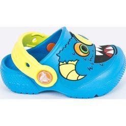 Crocs - Klapki dziecięce. Szare klapki chłopięce marki Crocs, z gumy, z okrągłym noskiem. Za 129,90 zł.