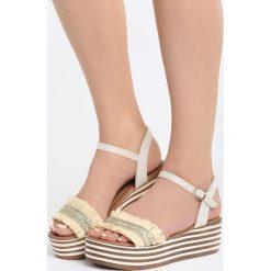 Jasnobeżowe Sandały Striped Style. Brązowe sandały damskie marki Born2be, z materiału, na koturnie. Za 69,99 zł.