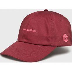 True Spin - Czapka. Czerwone czapki z daszkiem męskie True Spin. W wyprzedaży za 29,90 zł.