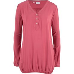 """Bluzka z dekoltem """"henley"""", długi rękaw bonprix dymny malinowy. Czerwone bluzki longsleeves marki bonprix, z kołnierzem typu henley. Za 37,99 zł."""