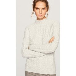 Sweter ze stójką - Jasny szar. Białe swetry klasyczne damskie marki Reserved, l, z dzianiny. Za 119,99 zł.